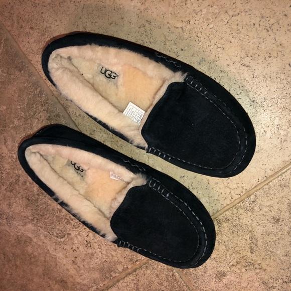 e38e434be4e BNWOT Black Ugg Ansley Slippers